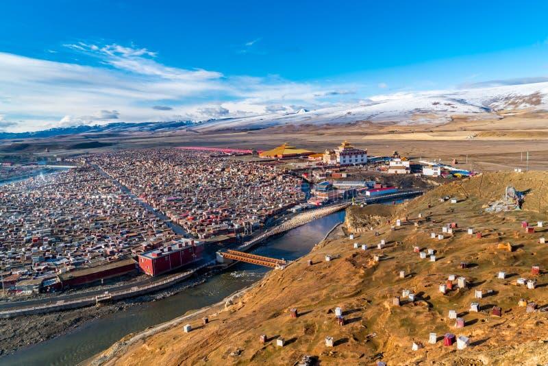 Peixe-agulha de Yarchen, o monastério tibetano gigante de Kham fotos de stock royalty free