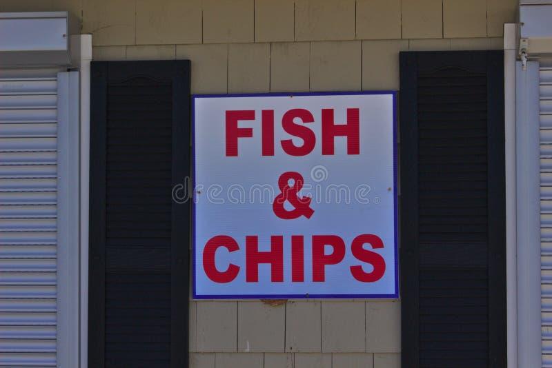 Peixe com batatas fritas do sinal fotografia de stock royalty free