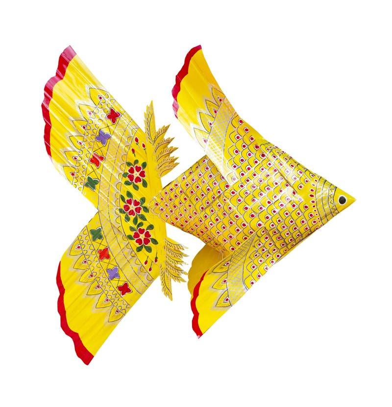 Peixes amarelos do weave isolados imagens de stock royalty free