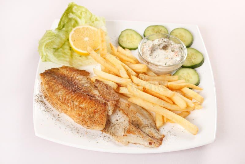 Peixes com fritadas francesas fotografia de stock royalty free