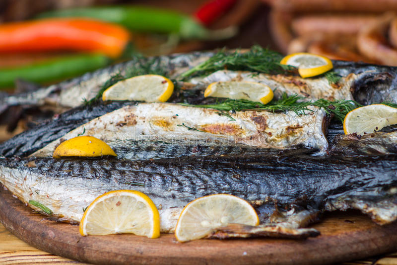 Peixes cozinhados com limão foto de stock royalty free