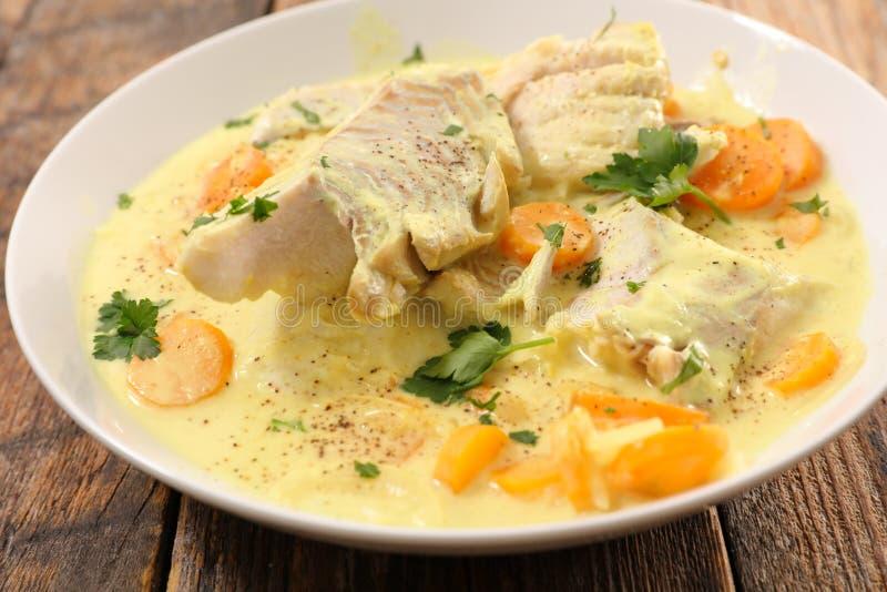 peixes cozinhados com molho fotos de stock