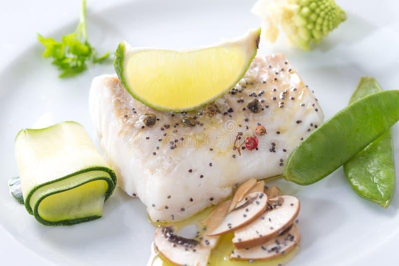 Download Peixes De Bacalhau Atlântico Cozinhados Com Especiarias E Vegetal Imagem de Stock - Imagem de ingredientes, prato: 65577375