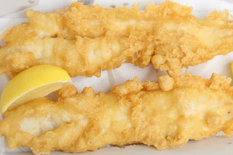 Peixes de bacalhau golpeados fritados fotografia de stock