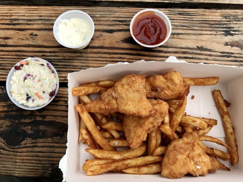 Peixes e batatas fritas foto de stock