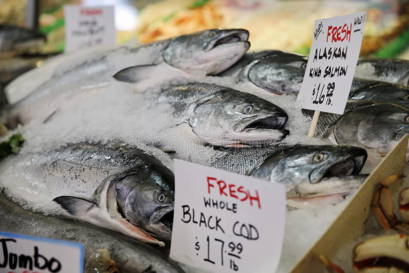 Peixes frescos no mercado de lugar de Pike em Seattle, unidade fotos de stock