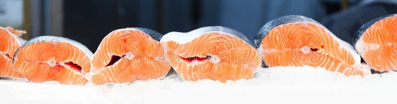Peixes frescos para a venda imagens de stock