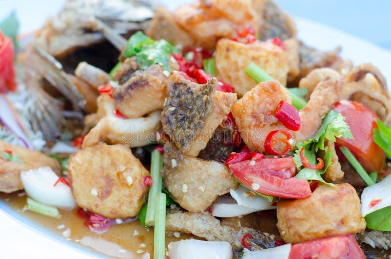 Peixes fritados com Chili Sweet Sauce imagem de stock