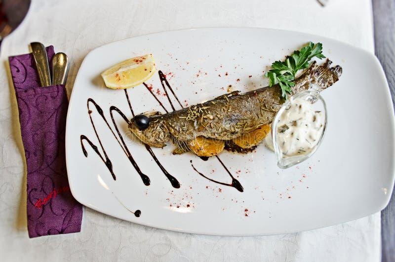 Peixes grelhados saborosos imagem de stock