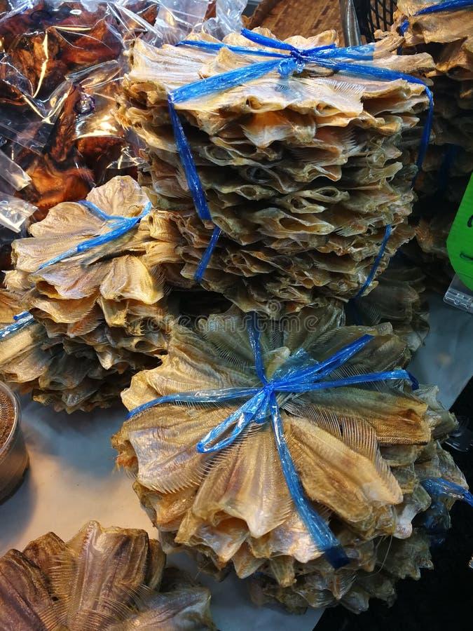 Peixes listrados do snakehead de peixes secos Smoked imagens de stock