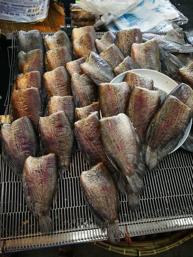 Peixes listrados do snakehead de peixes secos Smoked foto de stock royalty free