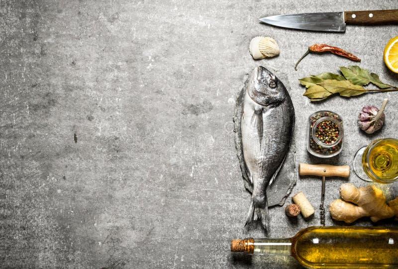 Peixes marinhos com vinho imagem de stock royalty free