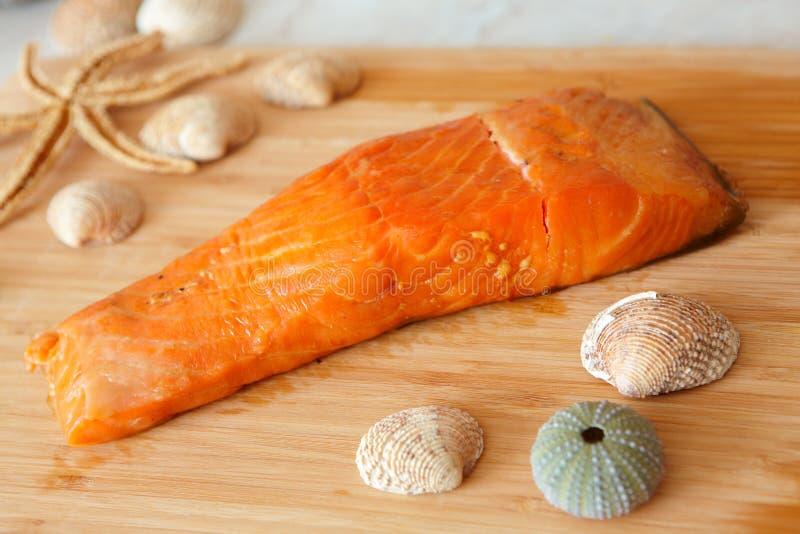 Peixes salmon fumados fotografia de stock