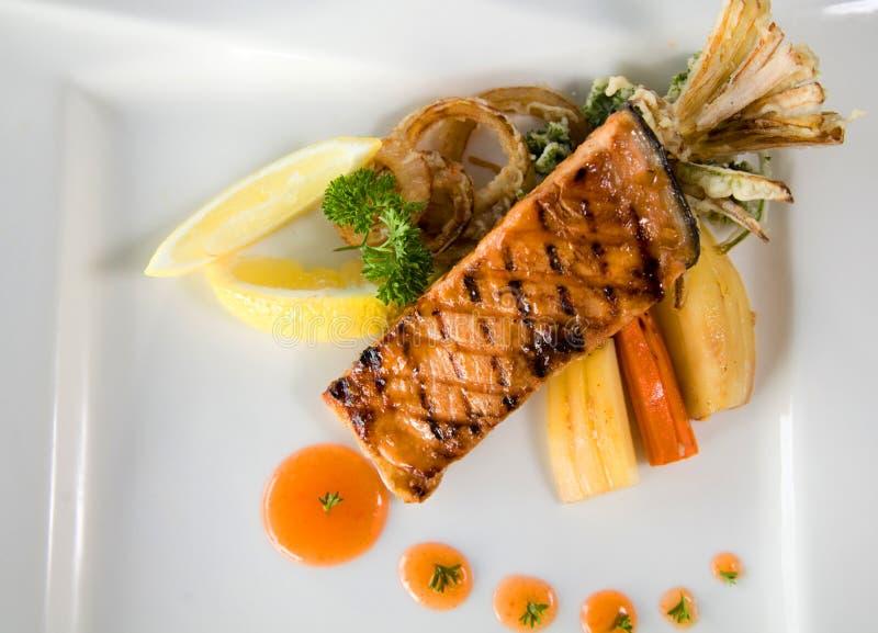 Peixes salmon grelhados fotografia de stock
