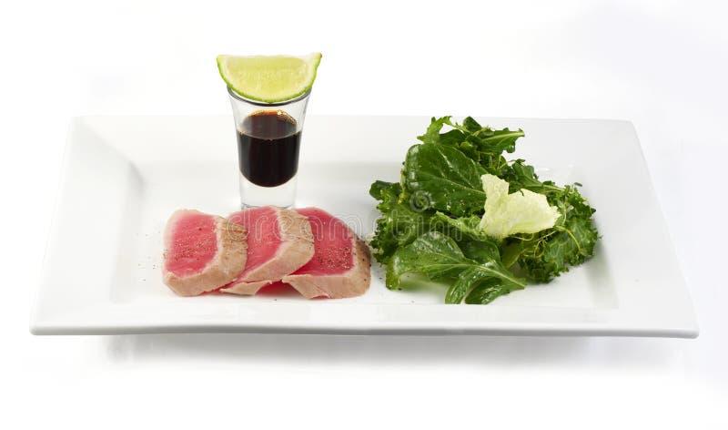 Peixes Seared com salada fotografia de stock