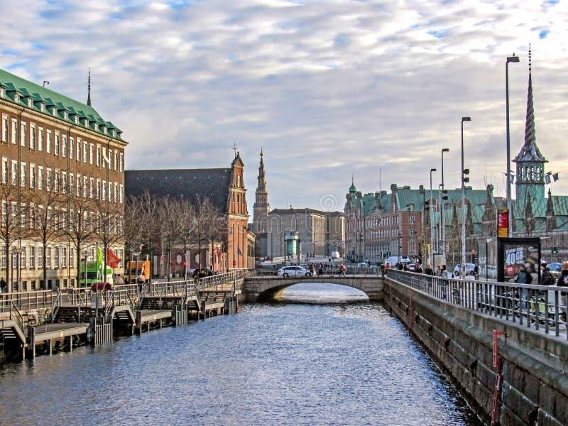 Pejzaż miejski z dziedzictwem, budynkami, punktami zwrotnymi i zabytkami Kopenhaga kanałowym i dziejowym, Dani zdjęcia stock