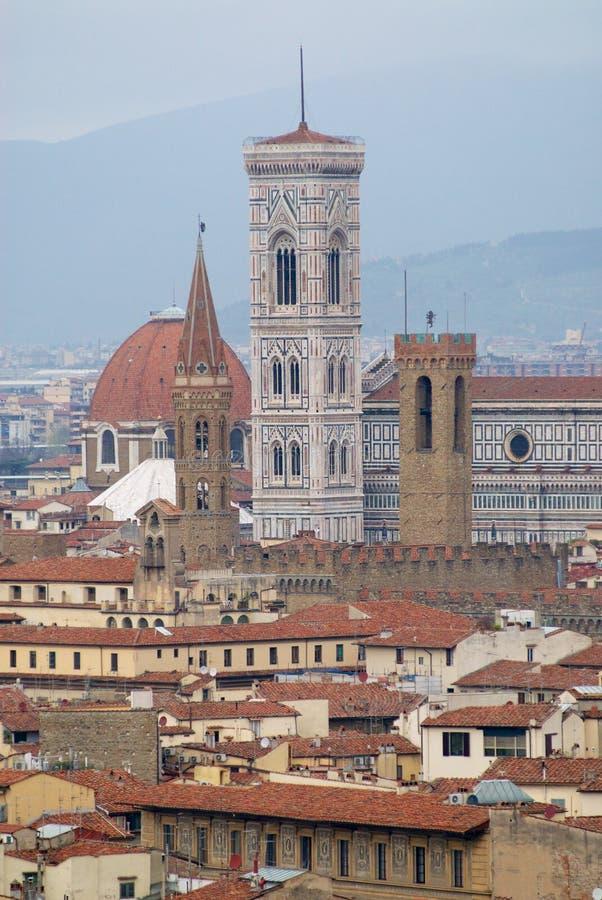 Pejzaż miejski Florencja na chmurnym dniu z dzwonkowy wierza bazylik di Santa Maria Del Fiore Florencja, Włochy zdjęcia royalty free