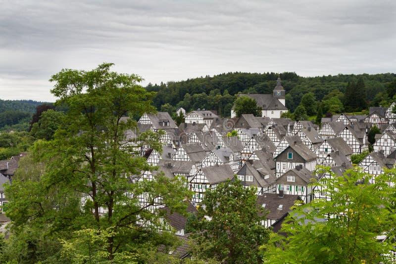 Pejzaż miejski Freudenberg z ryglowymi domami zdjęcia royalty free
