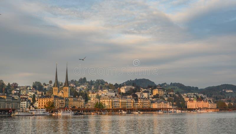 Pejzaż miejski lucerna wzdłuż Jeziornej lucerny zdjęcia stock