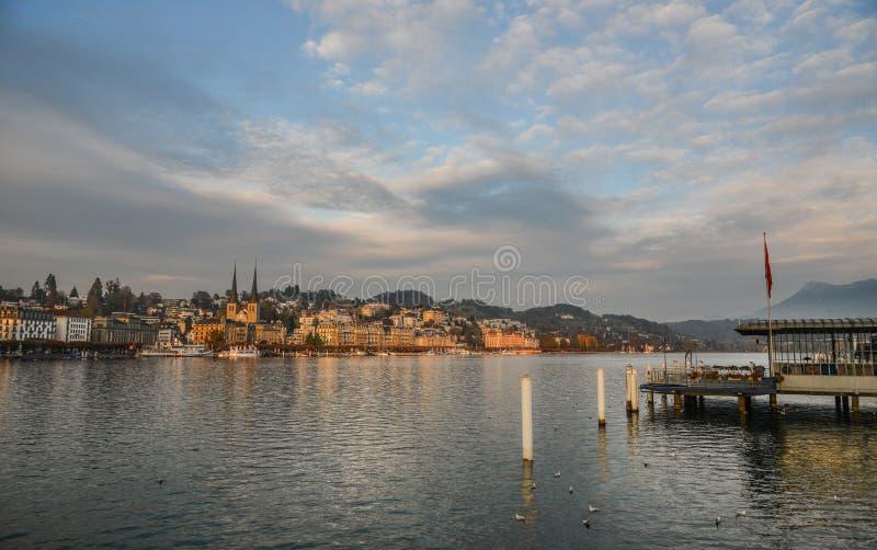 Pejzaż miejski lucerna wzdłuż Jeziornej lucerny zdjęcie royalty free