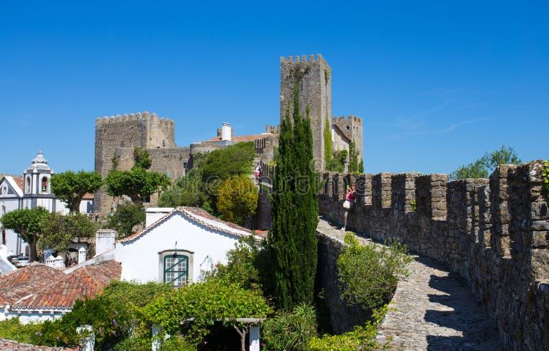 Pejzaż miejski miasteczko Obidos w Portugalia z średniowiecznymi domami zdjęcia royalty free