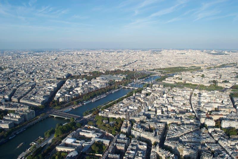 Pejzaż miejski - Paryski Francja widzieć z góry na słonecznym dniu z Rzecznym wontonem, fotografia royalty free