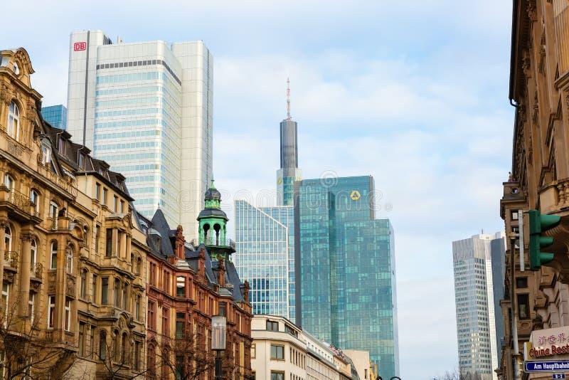 Pejzaż miejski pieniężny okręg w Frankfurt magistrala, Niemcy - jest - zdjęcia royalty free