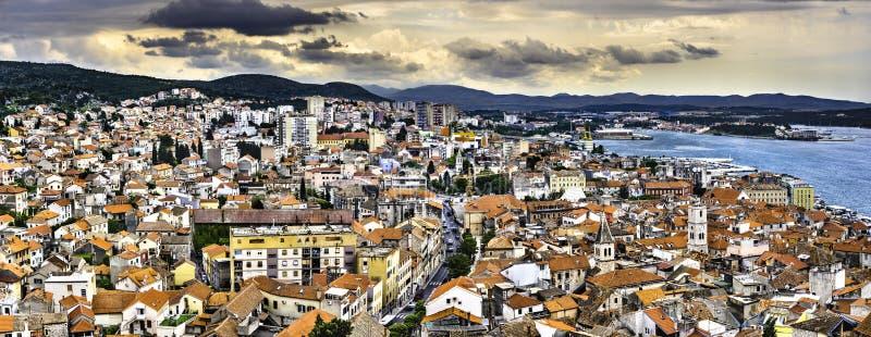 Pejzaż miejski Sibenik w Chorwacja zdjęcia royalty free