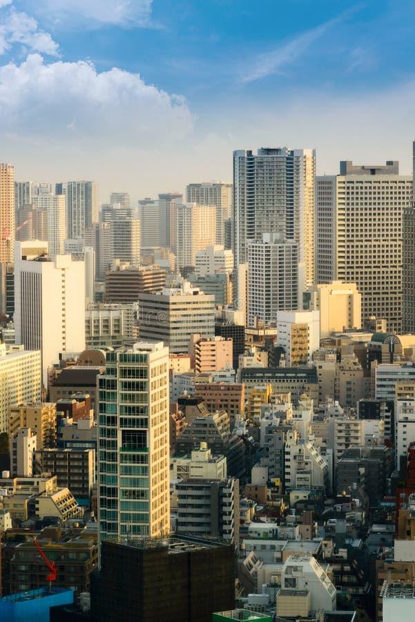 pejzaż miejski Tokyo miasta linia horyzontu w widoku z lotu ptaka z drapacz chmur, nowożytny biznesowy budynek biurowy z niebiesk fotografia stock
