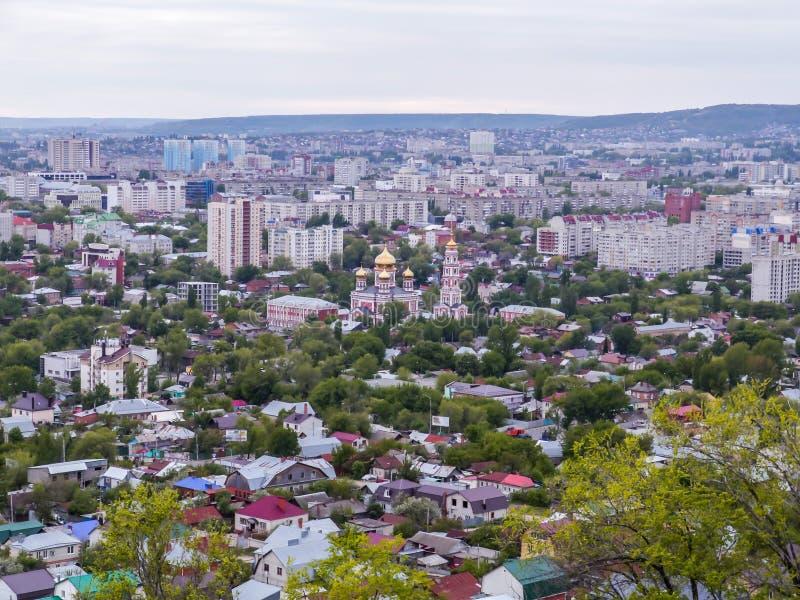 Pejzaż miejski, widok od wierzchołka założenia katedralnego kościół kogalym Rosji Siberia ortodoksyjny panieńskie western town Mi obraz stock