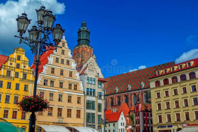Pejzaż miejski Wrocławski stary grodzki Targowego kwadrata i części widok świętego Elisabeth kościół zdjęcie stock