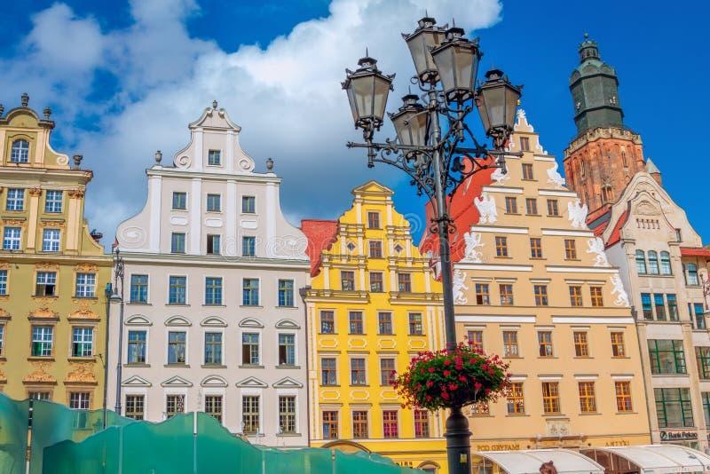 Pejzaż miejski Wrocławski stary grodzki Targowy kwadrat z kolorowymi ozdobnymi dziejowymi budynkami obraz stock