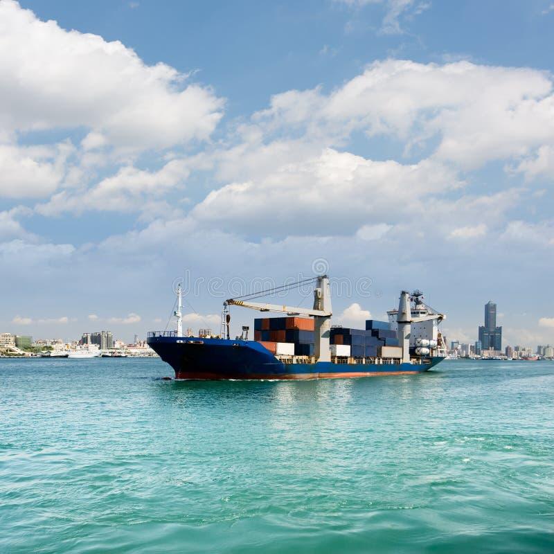 Pejzaż miejski z freighter obrazy royalty free
