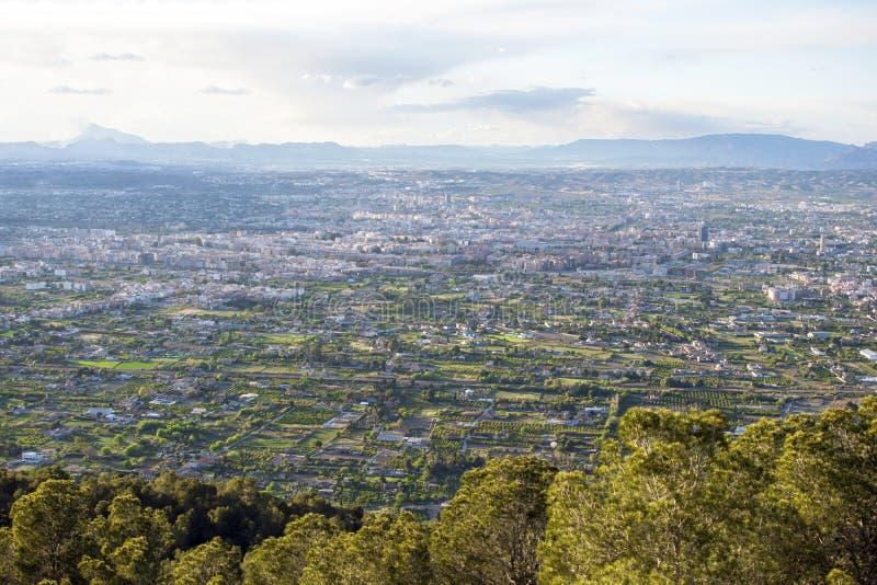 Pejzażu miejskiego widok z lotu ptaka Murcia miasto od gór podczas pięknego zmierzchu, zdjęcie stock