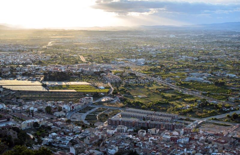 Pejzażu miejskiego widok z lotu ptaka Murcia miasto od gór podczas pięknego zmierzchu, fotografia stock