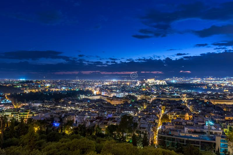 Pejza? miejski Ateny przy zmierzchem zdjęcia royalty free