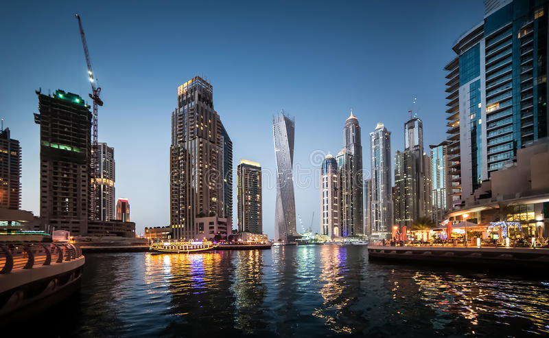 Download Pejzaż Miejski Dubai Marina Panoramiczny Sceny Zmierzch Obraz Stock - Obraz złożonej z wysoki, officemates: 53789953