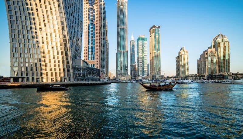 Download Pejzaż Miejski Dubai Marina Panoramiczny Sceny Zmierzch Obraz Stock Editorial - Obraz złożonej z marynata, arabian: 53790114