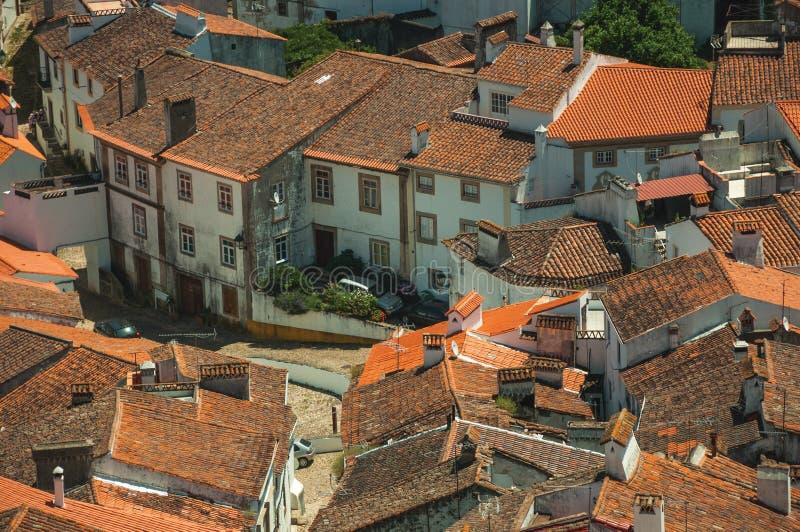Pejza? miejski z wiele dachami i brukowiec alej? fotografia royalty free