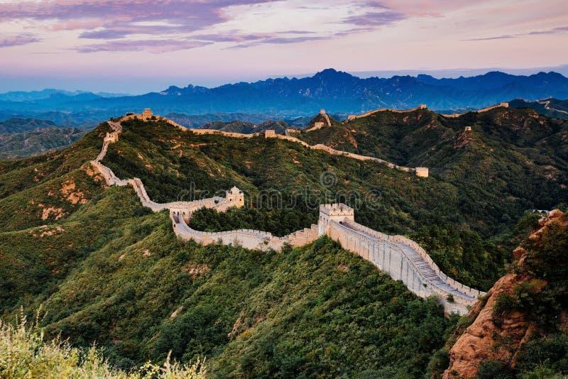 Pekín, China - 12 de agosto de 2014: Salida del sol en la Gran Muralla de Jinshanling fotografía de archivo libre de regalías