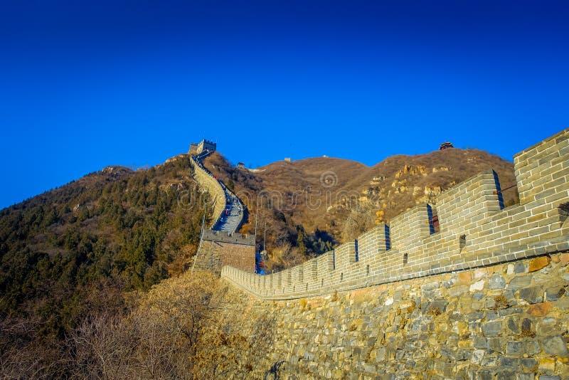 PEKÍN, CHINA - 29 DE ENERO DE 2017: Vista fantástica de la Gran Muralla impresionante en un día soleado hermoso, situada en Juyon foto de archivo libre de regalías