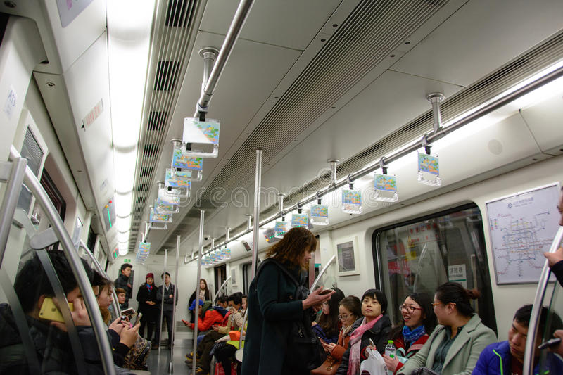 Pekín, China - 7 de marzo de 2016: Coche de subterráneo en Pekín imágenes de archivo libres de regalías
