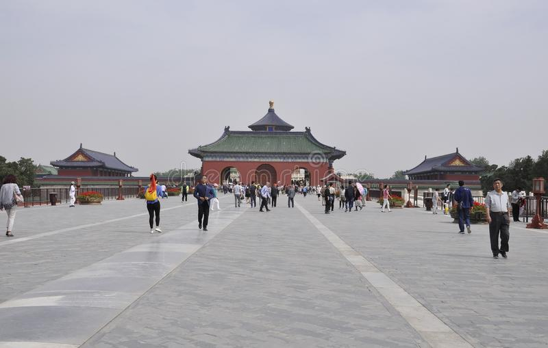 Pek?n, 7ma puede: Entrada y arco rojos de la entrada al Templo del Cielo en Pek?n fotografía de archivo libre de regalías