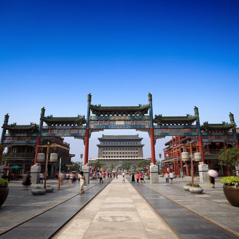 Pekín qianmen la calle imagenes de archivo
