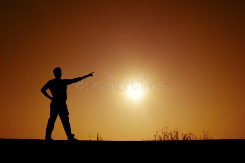 Peka händer till solen arkivbilder