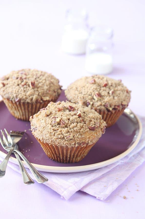 Pekannuss-Muffins mit Streusel-Belag lizenzfreie stockfotografie
