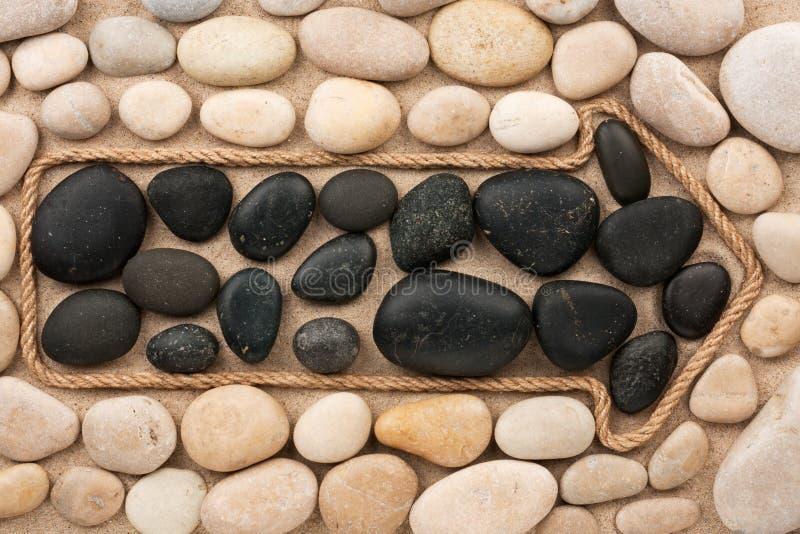 Pekare som göras av rep med vit- och svartstenar royaltyfri foto
