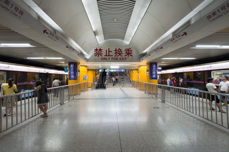 Pekin, Chiny - 08 02 2016: Podziemna metro stacja kolejowa w Pekin, Chiny obraz royalty free