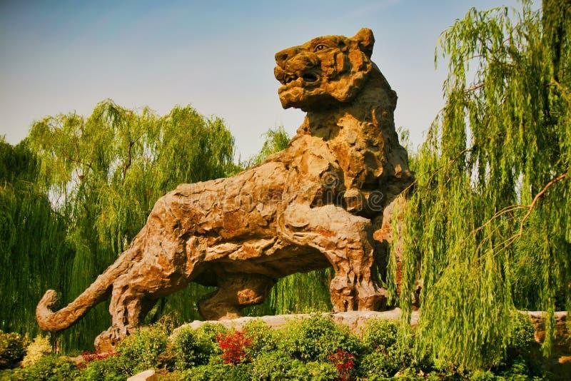 Pekin, Chiny 07 06 2018 postać gigantyczny kamienny tygrys zdjęcia royalty free