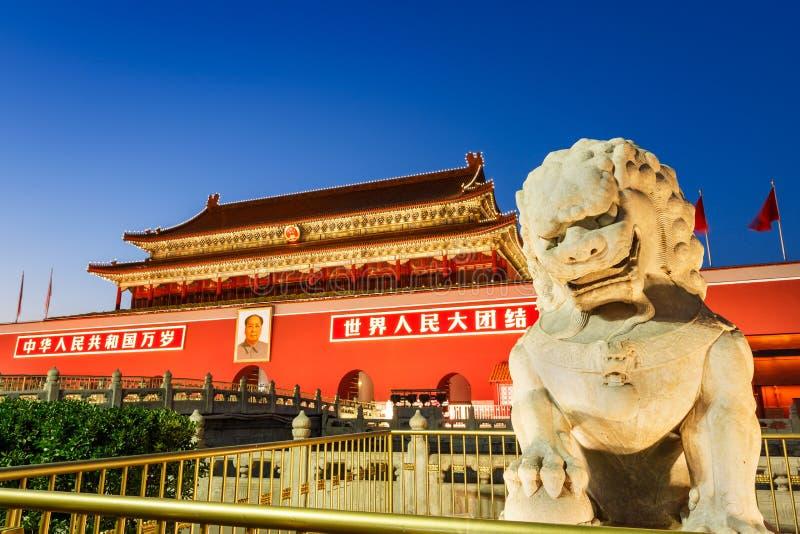Pekin plac tiananmen przed kamiennym lionï ¼ Œin Chiny zdjęcia stock